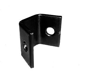 Artnr:91590 Olika beslag för montering av redskapsgaller. 45 graders vinkel. Pulverlackad UV-beständig färg.