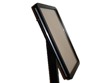 Artnr:91586 - Storlek:A3 Artnr:91585 - Storlek:A4 Monteras på galler eller stolpe. Snäpplist. Pulverlackad med UV-beständig färg.